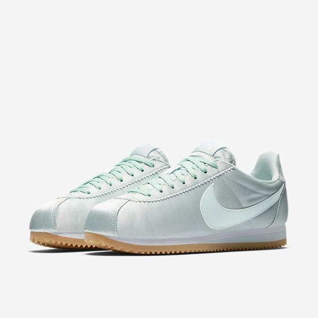 official photos 7f395 13728 ... Zapatillas Nike Classic Cortez QS Mujer 920440-300 Fibra de vidrio    Blancas   Gum ...